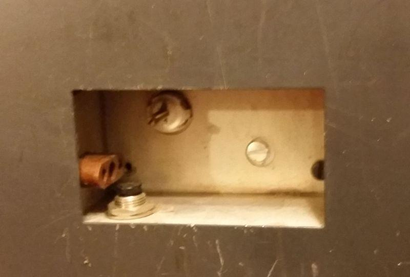 Crystal socket on bottom and VFO disable switch